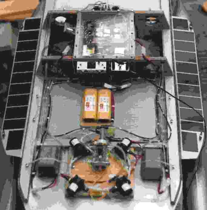 General layout of the electrical and electronic components on this robot boat