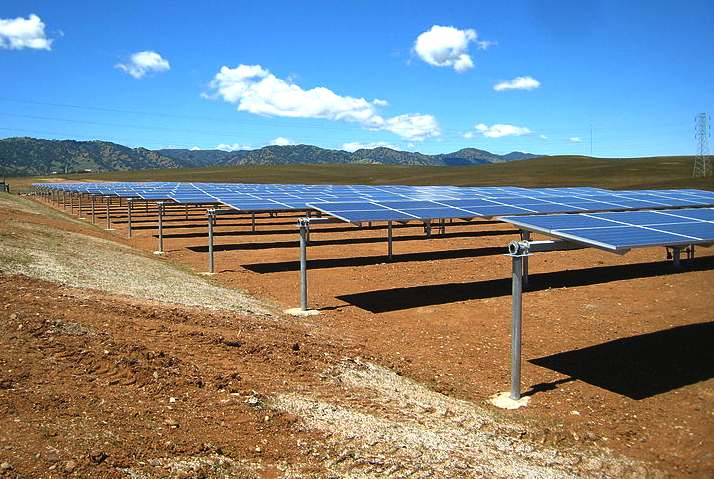 Single axis solar farm tracking in California